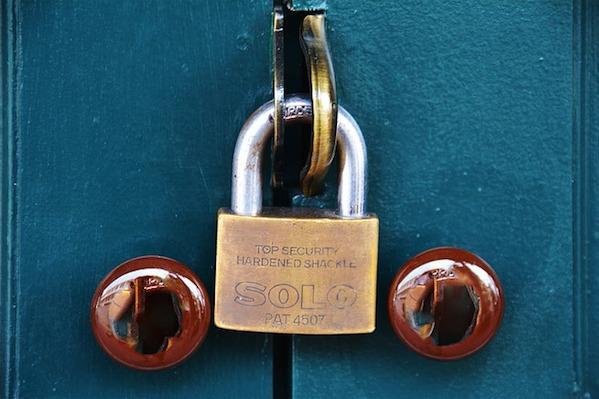 iPhoneで秘密にしたいメモにパスワードでロックをする方法