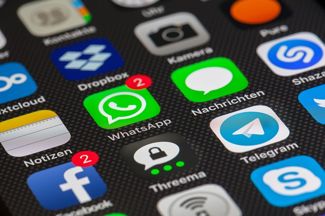 散らかったiPhoneホーム画面のアプリをまとめて一括で整理する方法